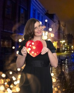 victoria-with-heart-on-street